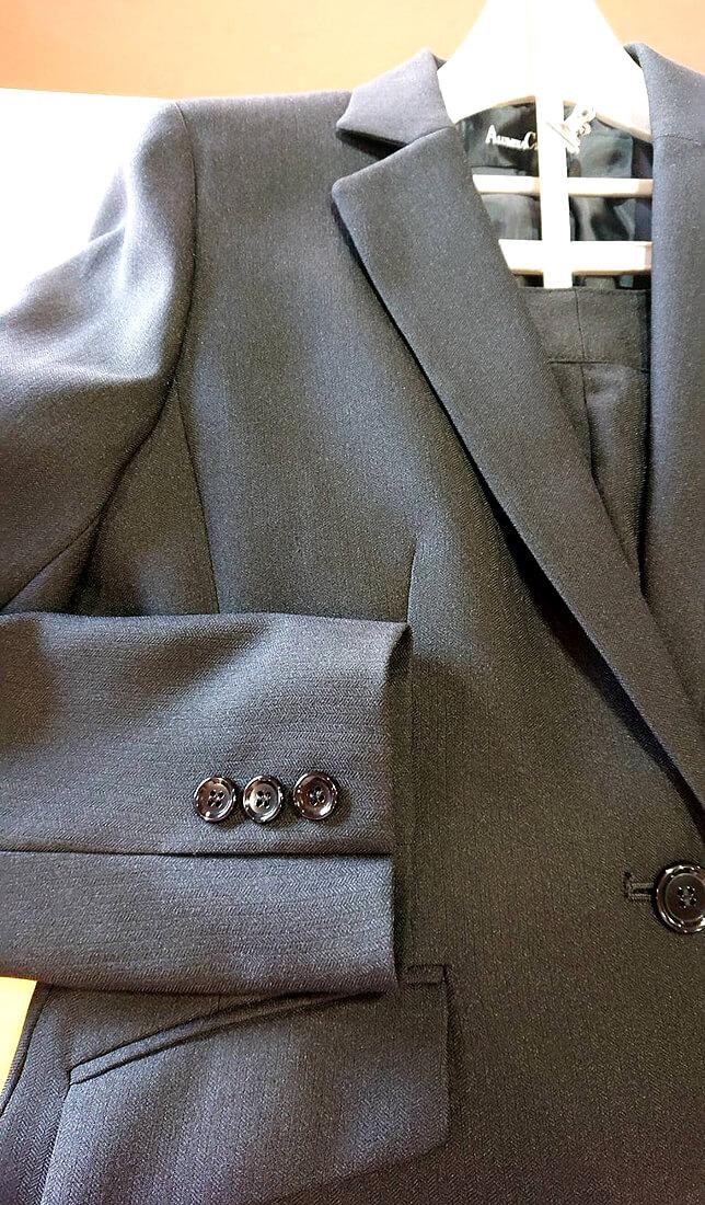スーツジャケットの袖丈直しの完成写真