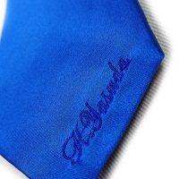 持ち込みのネクタイに個人名のネーム刺繍